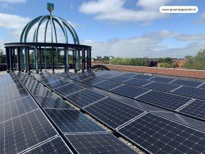 Exasun Glas-Glas zonnepanelen in Oost-West opstelling op de ABN AMRO Bank.