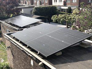 Valk Solar Duo schans opstelling op plat dak met SolarWatt zonnepanelen