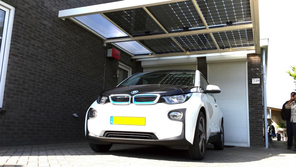 BMW zonnecarport systeem zonnepanelen solarwatt Meppel Zwolle Steenwijk zonnestroom Nijeveen Hoogeveen Kampen Assen Dwingeloo Ruinen Ruinerwold