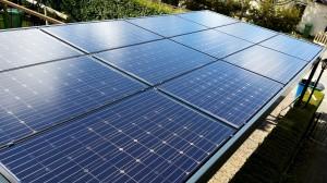 Hagestein zonnecarport met SolarWatt glas-glas zonnepanelen van BMW - SolarWatt