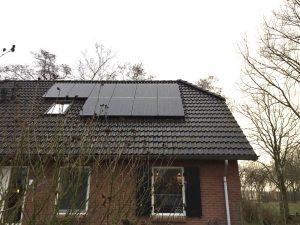 SolarWatt Glas-Glas zonnepanelen geplaatst aan de IJkenlaan in Noordwolde