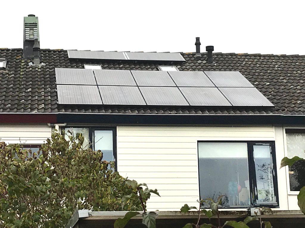 SolarWatt glas-glas zonnepanelen geplaatst in de Koedijkslanden in Meppel.
