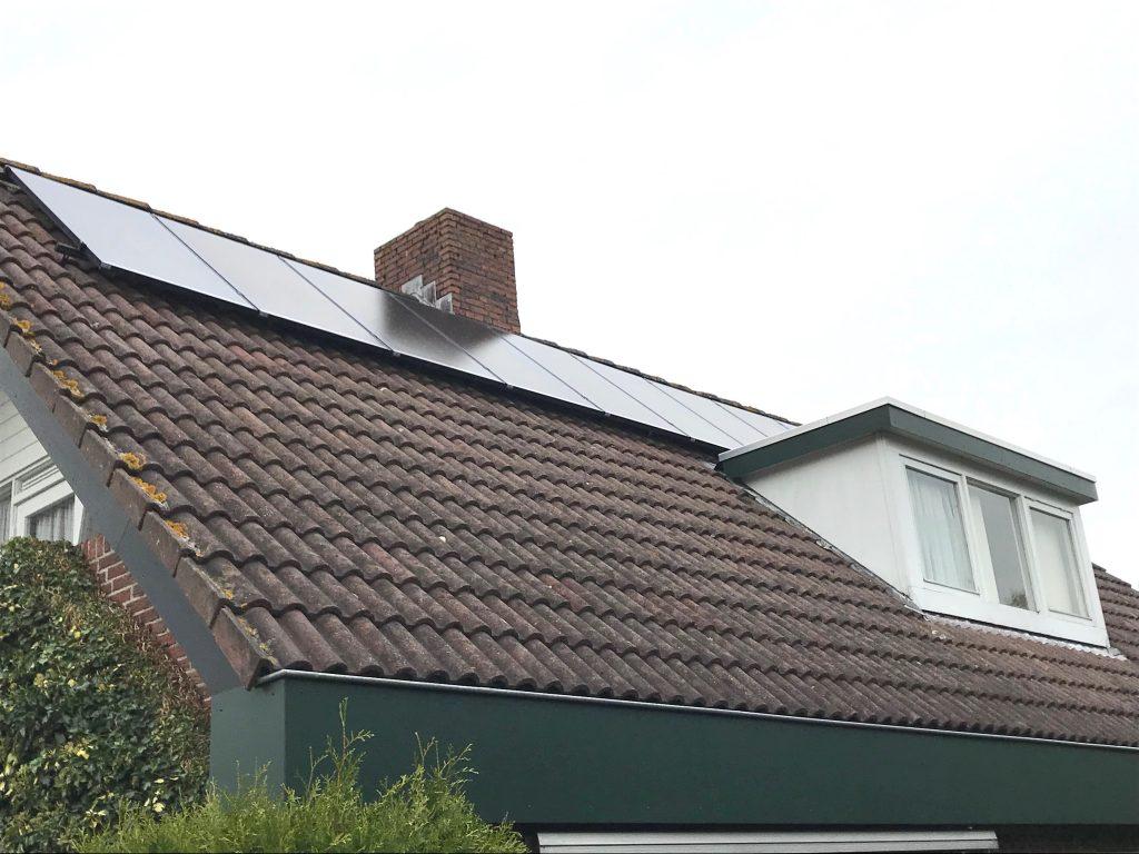 SolarWatt zonnepanelen in Nijeveen aan het Nieveen 66 geplaatst met een SMA Sunny Boy omvormer