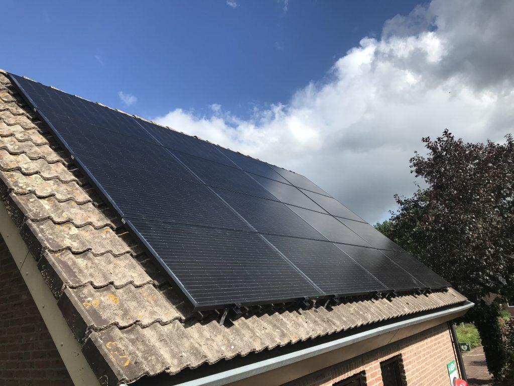 SolarWatt Glas-Glas zonnepanelen geïnstalleerd in Vollenhove, provincie Overijssel.