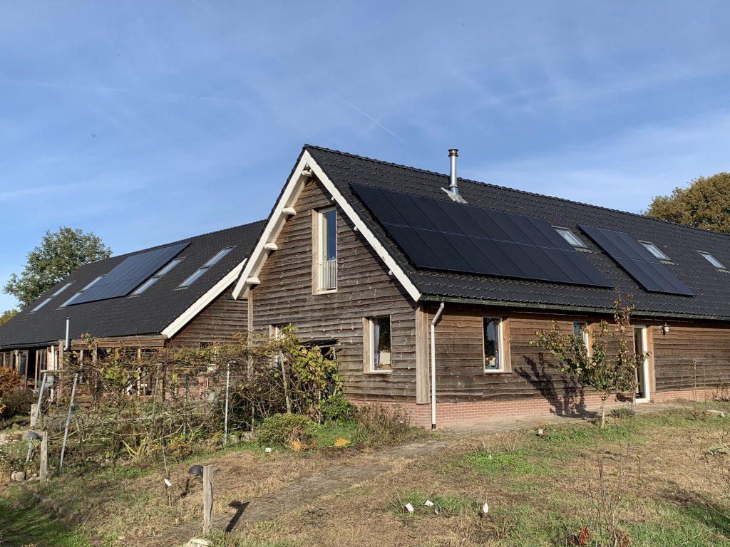 Wijnhoeve runa in Ruinen voorzien van SolarWatt glas in glas zonnepanelen met een solaredge omvormer.