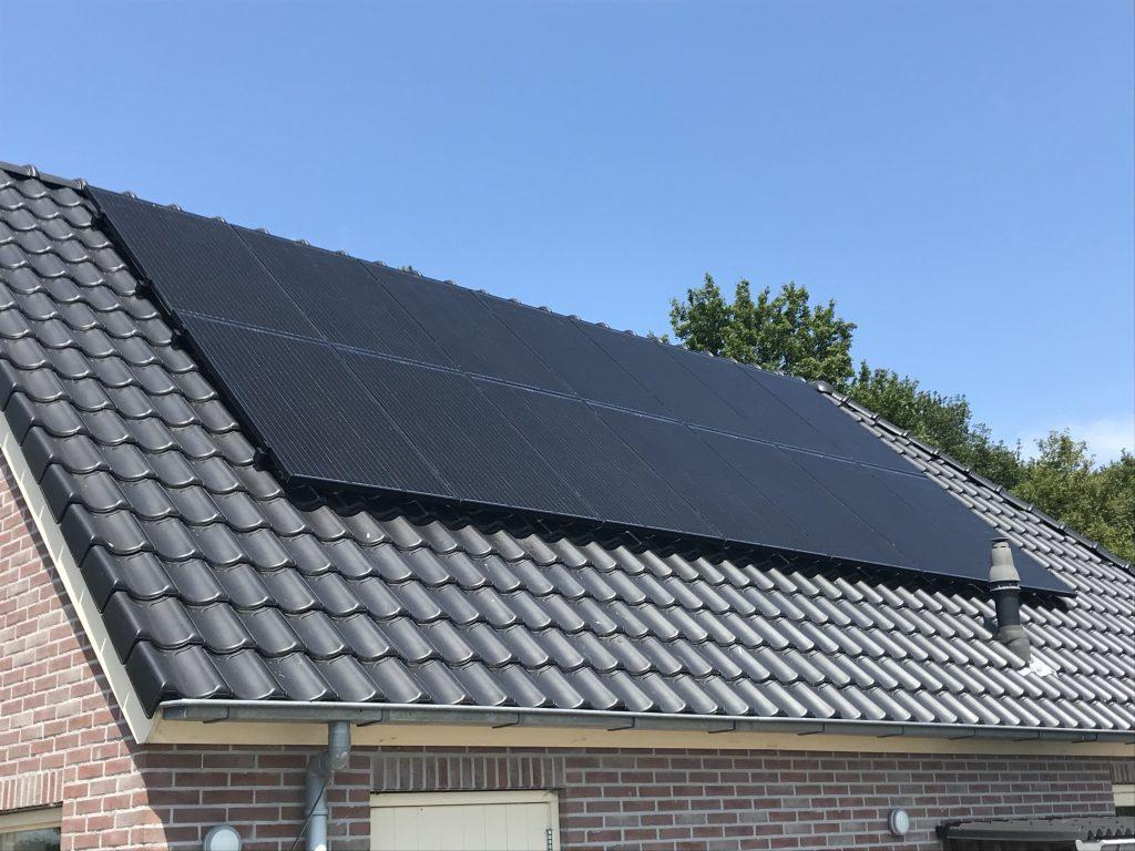 SolarWatt glas-glas zonnepanelen geplaatst in Willemsoord bij Steenwijk - zonnepanelen kopen in Steenwijk