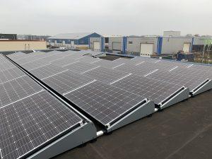 Urk voorzien van zonnepanelen van SolarWatt HighPower Glas-Glas zonnepanelen op plat dak