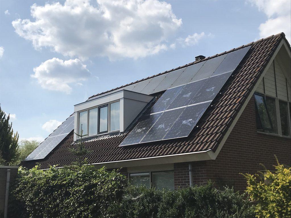 Solarwatt glas in glas zonnepanelen in Willemsoord bij Steenwijk, de beste zonnepanelen in Willemsoord bij Steenwijk. SolarWatt Solarblue