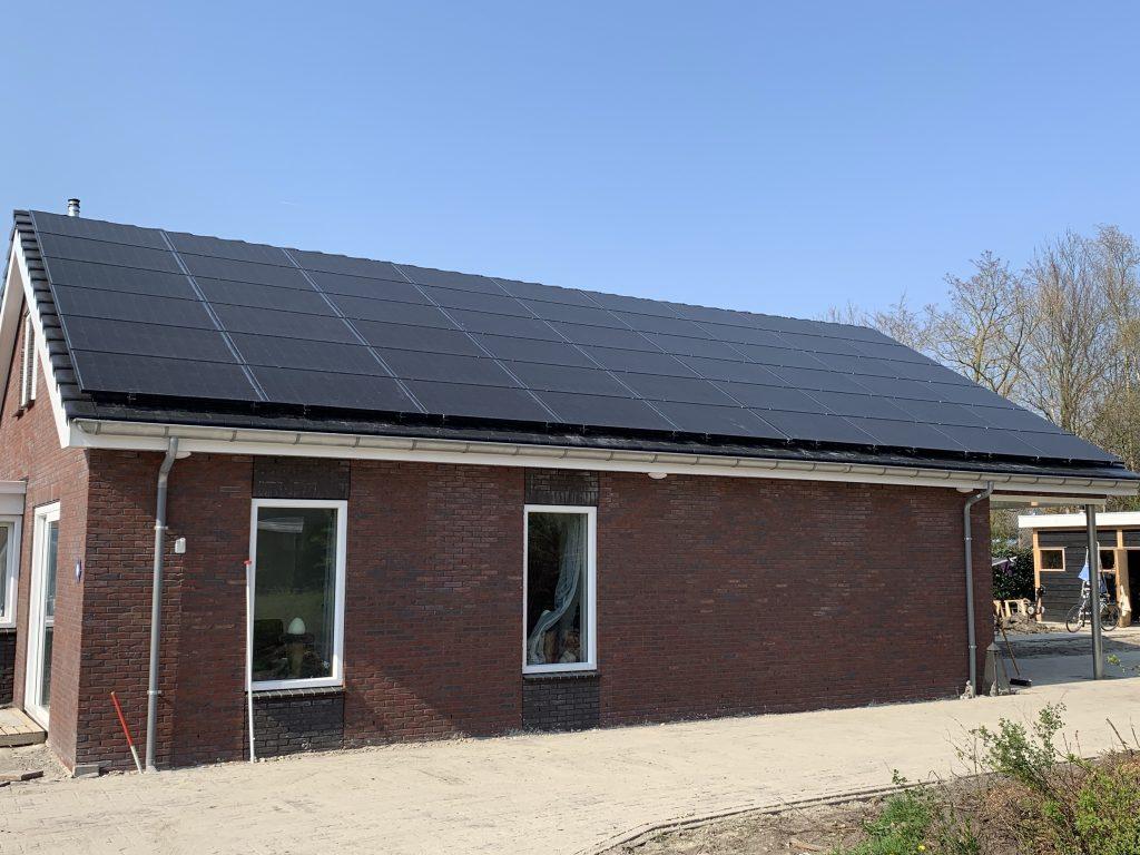 54 SolarWatt Glas-Glas zonnepanelen in Eexterveen, Drenthe geïnstalleerd in combinatie met een SMA Sunny Tripower omvormer