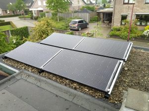 FlatFix Fusion van Esdec op plat dak met SolarWatt Glas-Glas zonnepanelen PERC