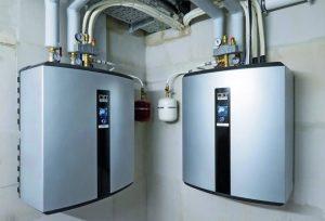 Een Remko WKF 120 warmtepomp voor het verwarmen van 12 woningen met 800 liter buffervat