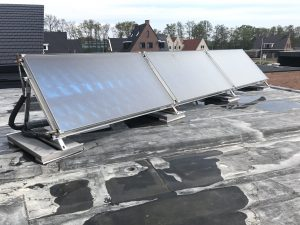REMKO warmtepompen en zonnecollectoren op plat dak
