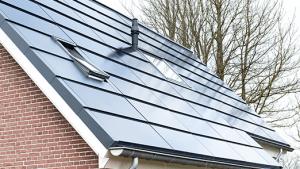 SolarWatt Plusdak met Velux dakraa, Stafier Solar Systems en Isobouw