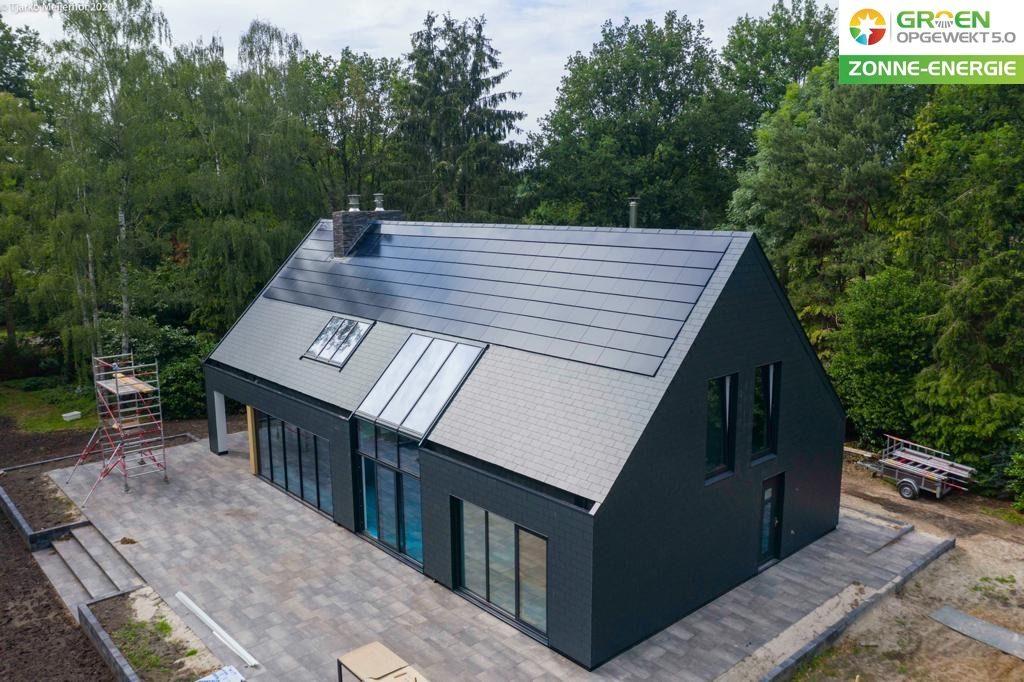 Exasun indak Glas-Glas zonnepanelen installatie geplaatst in Tiendeveen, vlakbij Meppel